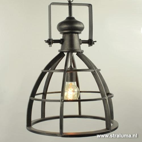 Stoere metalen hanglamp industrie amy straluma for Industriele schemerlamp